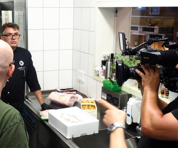 Pressefoto_Der-Profi-kommt-Eifel_Fo1_Landküche-(2)